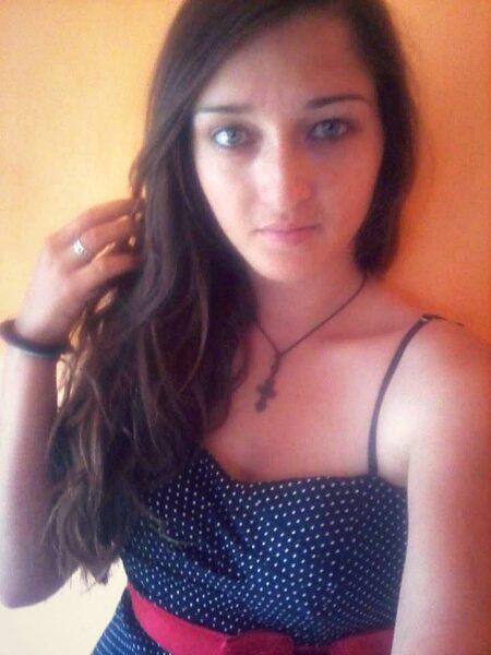Emmy, 17 cherche relation